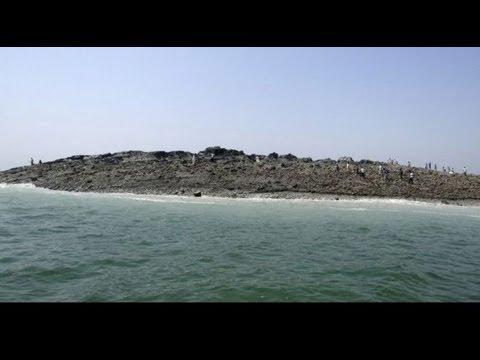 Una nueva isla emerge por el terremoto en Pakistan