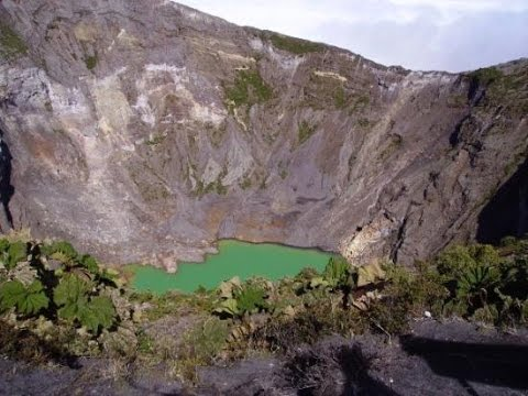 Volcán Irazu: impresionante lago en su interior